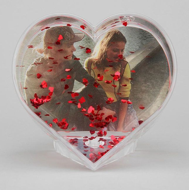 This cheeky frame is like a snow globe but for V-Day.