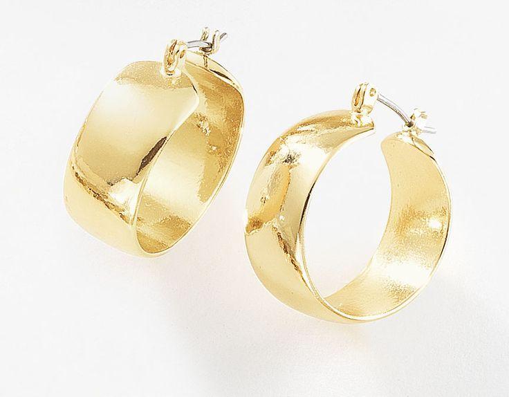 Precioso par de arracadas lisas circulares, elaboradas en 4 baños de oro brillante de 18 kt y sujeción de poste. Modelo 415984.