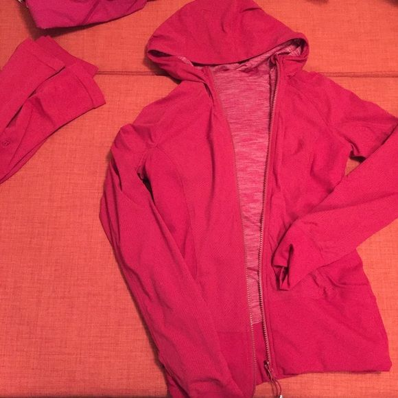 Lululemon berry in flux jacket reversible 6 This cranberry in Flux jacket is barely worn, bought it from someone who said it was new without tags. It is very similar to Berry rumble but this has a heathered fabric inside. These run small compared to a scuba jacket or define jacket. Sizing up is recommended! lululemon athletica Jackets & Coats