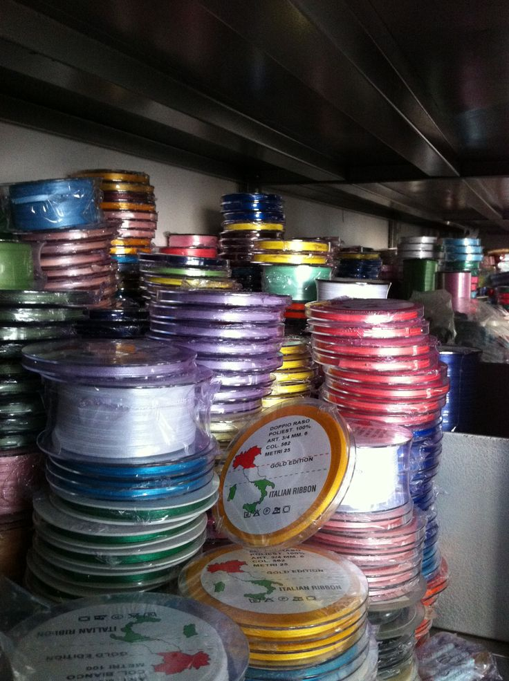 We have a wide selections of DOUBLE SATIN Ribbons of every height and color 100% made in Italy and at factory prices. Visit our shop online by clicking on the following link:  http://www.pizzitaliani.com/it/shop/22/doppio-raso-organza.html