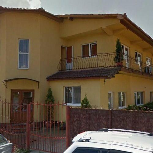 Casa Aurora este situata in Turda si se amplaseaza la doar 5 minute de inima orasului, va pune la dispozitie garsoniere cu bucatarii complet utilate, baie in ca