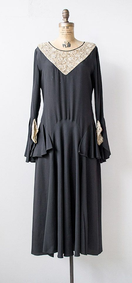vintage 1920s black silk crepe beaded flounce sleeve dress | #vintage #1920s #vintagedress #flapper