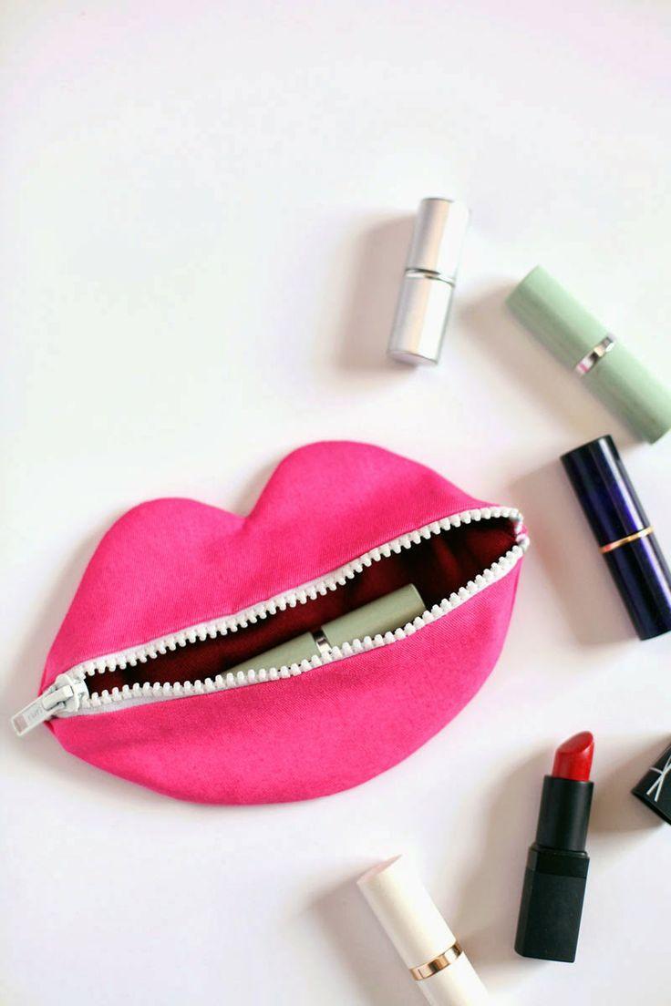 http://www.abeautifulmess.com/2014/03/zip-your-lips-pouch-tutorial.html