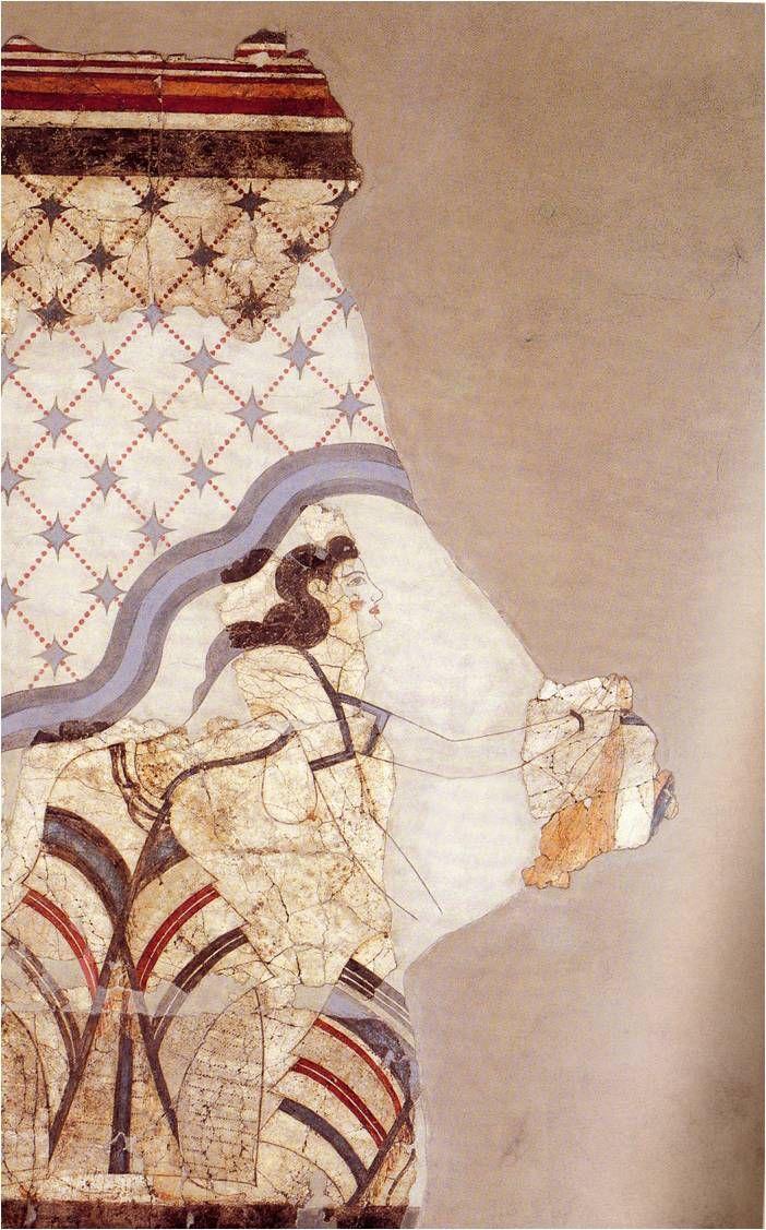 Οι γυναικείες κομμώσεις ήταν περίτεχνες.  Άλλοτε τα μαλλιά ήταν μαζεμένα σε κότσο και έπεφταν μικρές μπούκλες στο μέτωπο και στα αυτιά. Άλλοτε οι μακριές και λεπτές μπούκλες («βόστρυχοι») στολίζονταν με χάνδρες, «σφηκωτήρες» και περόνες  με ένα εξόγκωμα συχνά σε σχήμα άνθους. Για τη χρήση βέβαια των περονών έχουν δοθεί διάφορες ερμηνείες: