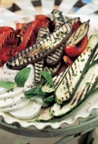 Μαριναρισμένα λαχανικά στη σχάρα με μοτσαρέλα