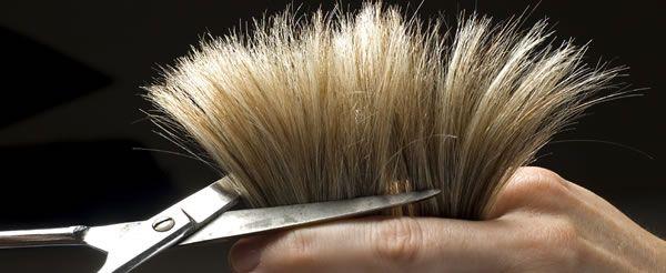 Naar de kapper gaan. Tenzij jij haar hebt tot op je hielen, of misschien zelf je haren bijknipt of thuis laat knippen (of misschien: helemaal geen haar!), ben jij er ook wel al geweest voor de wass...