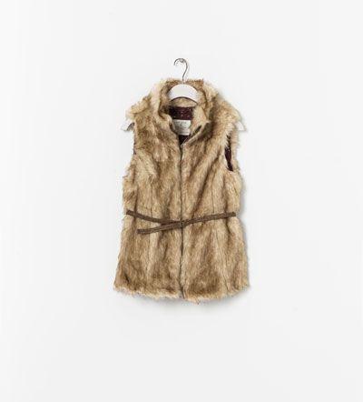 Image 1 de Gilet en fausse fourrure avec ceinture de Zara