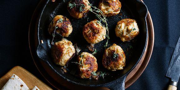 Coconut Curry Meatballs via @iquitsugar