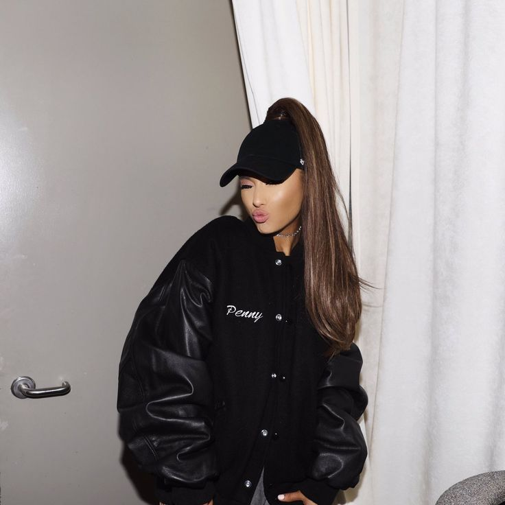 Tweets with replies by Ariana Grande (@ArianaGrande) | Twitter