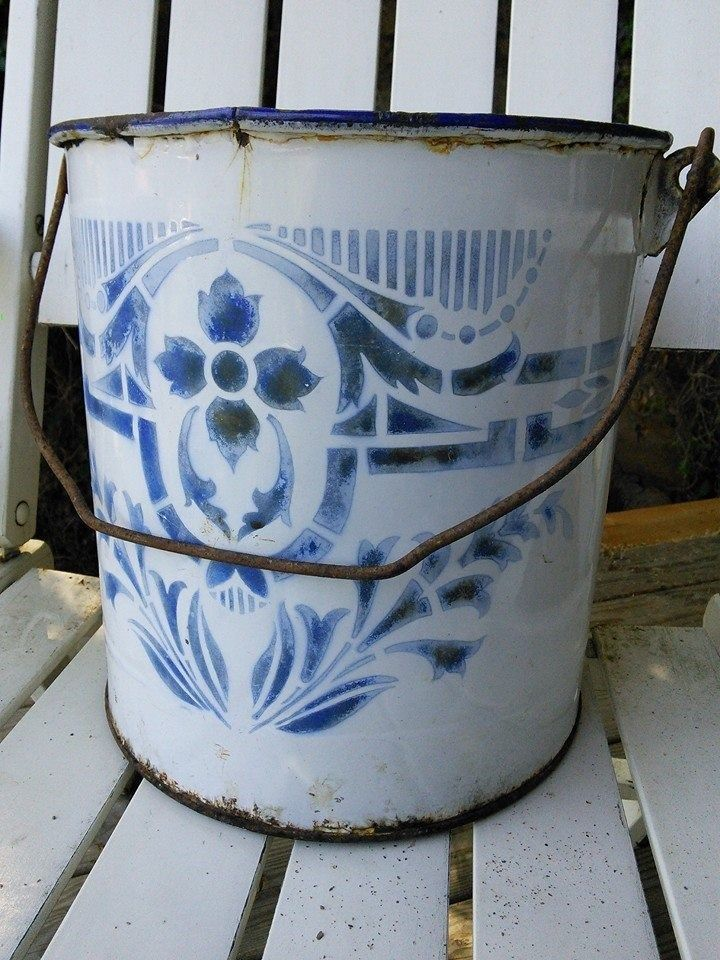 ENAMELWARE BUCKET BLUE WHITE PATTERNED FRENCH VINTAGE.  I need to learn to stencil.