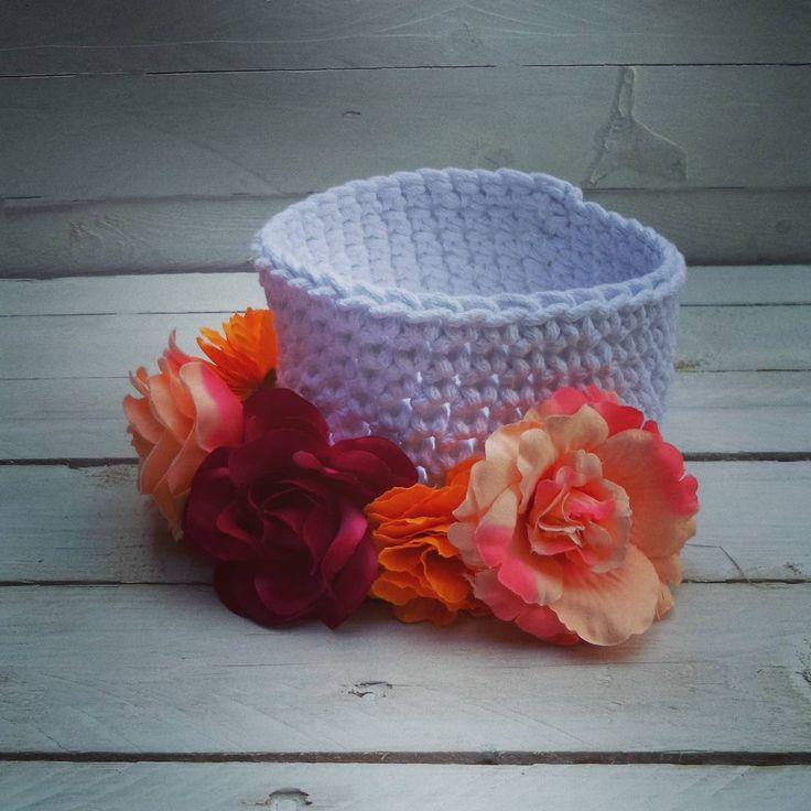 Biały maluszek mówi dobranoc! #mamuki #handmade #homedecor #homedesign #decoration #decor #recznierobione #recznarobota #basket #crochet #cord #cottoncord #koszyk #kosz #przechowywanie  #prezent #dekoracje #ozdoby #flowers #kwiaty #naszydelku #sznurek #wnetrza #szydelko