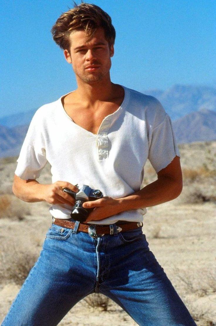 """Brad PITT / Brad PITT (de son vrai nom William Bradley PITT) est un acteur et producteur de cinéma américain né le 18 décembre 1963 à Shawnee, dans l'Oklahoma (États-Unis). Repéré dans une publicité pour """"Levi's"""", Brad PITT sort de l'anonymat grâce à un petit rôle dans le film """"Thelma et Louise"""" de Ridley SCOTT."""
