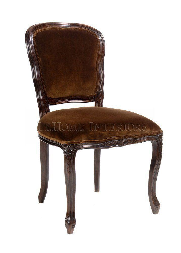 Стул Manon Chair. Пышные формы и роскошная обивка стула  –  это обращение к  стилю Франции 18 века, эстетике  Людовика XV. Слегка изогнутая спинка, мягкое сиденье, изогнутые ножки декорированы резьбой.