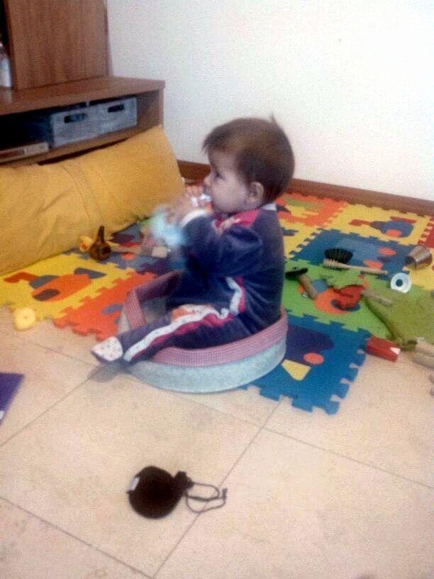 Cuando el propio cesto es otro objeto más con el que jugar. #bebes #cestotesoros #jugar