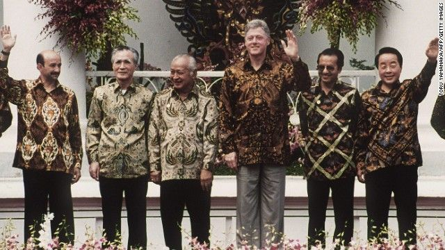 From 2013, we go back in time also to Indonesia, but Bogor instead of Bali, for the second APEC meeting in 1994. Looking not at all stiff in...