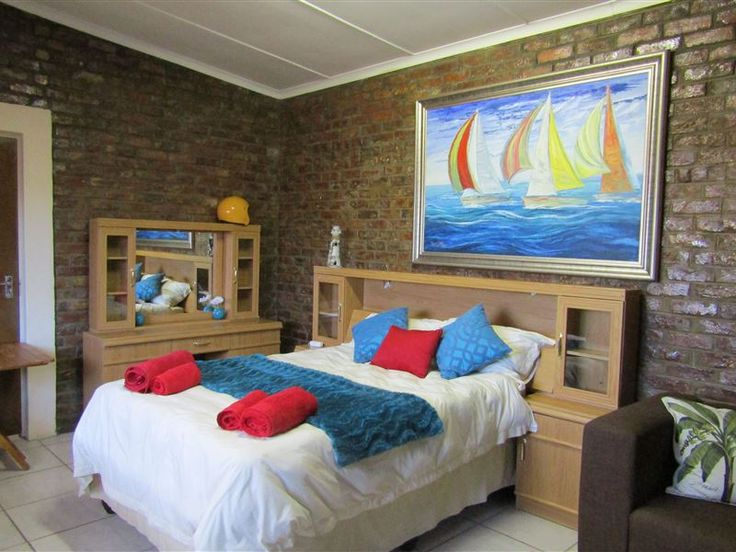 26 on Condor - 26 on Condor offers affordable accommodation in a quiet area of Oudtshoorn.  The accommodation comprises of a room with a double bed, a bathroom with a shower, a fully equipped kitchenette, a television, ... #weekendgetaways #oudtshoorn #kleinkarookannaland #southafrica
