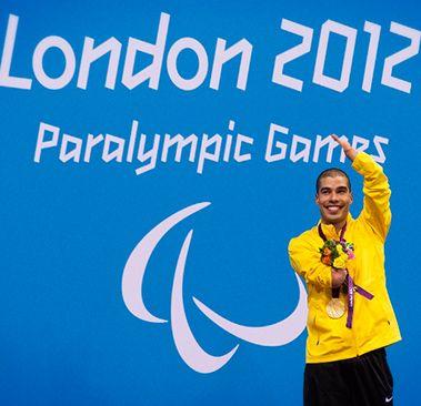 Daniel Dias - maior medalhista do Brasil em Paraolimpíadas com 15 medalhas, sendo 10 de ouro (Pequim/2008 e Londres/2012), dono de 14 títulos mundiais e de seis recordes mundiais Daniel Dias nasceu com má-formação congênita nos membros superiores e na perna direita.
