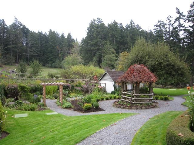 http://www.followmefoodie.com/2010/11/salt-spring-island-bc-hastings-house-country-house-hotel/