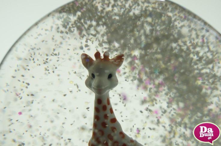 Pozytywka jak marzenie : kula śnieżna #ŻyrafaSophie marki #Trousselier to niepowtarzalna dekoracja pokoju małego dziecka.