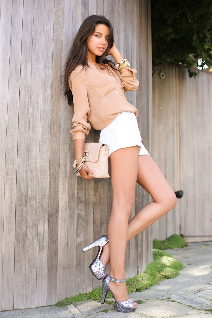 I would wear different color shoes but this is definitely an outfit I would rock!