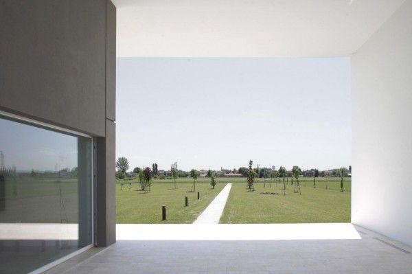 Modern Monolithic House Design in Castelnovo Sotto Reggio Emilia Italy Site View 600x399 Modern Monolithic House Design in Castelnovo Sotto, Reggio Emilia, Italy