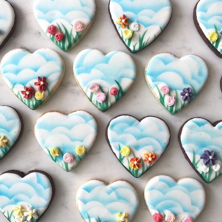 Flowers in full bloom #dubaimums #dubaiparties #homemade #sugarcookies #cookieart #cookieartist #customcookies #cookies #edibleart #decoratedcookies #dubaifood #dubaifoodie #mydubai #dubaievents #dubaieats #dubaimoms #dubaibirthdayparties #dubaifoodies #mydubailife #dubailifestyle #dubaistyle #instacookies #instadubai #march #handcrafted #flowercookies #flowergarden #springtime