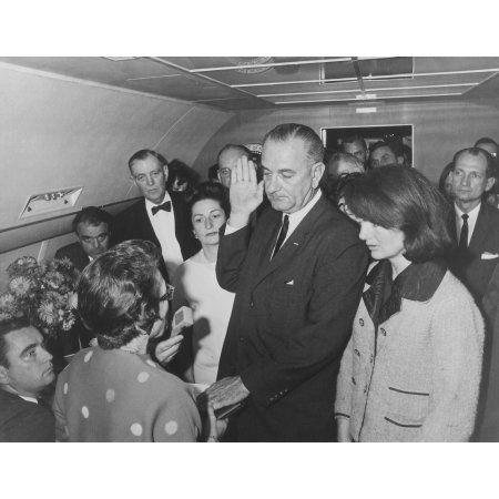 Lyndon Johnson taking the Presidential Oath of Office Canvas Art - John ParrotStocktrek Images (16 x 13)