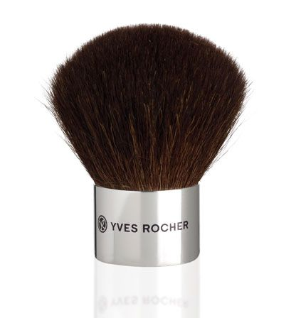 A kabuki brush with long, natural hairs for uniform application of powdered foundations and loose powders and a sunny effect.     The domed shape allows crushing the powder and helping it penetrate to the core of the brush for uniform release on application.