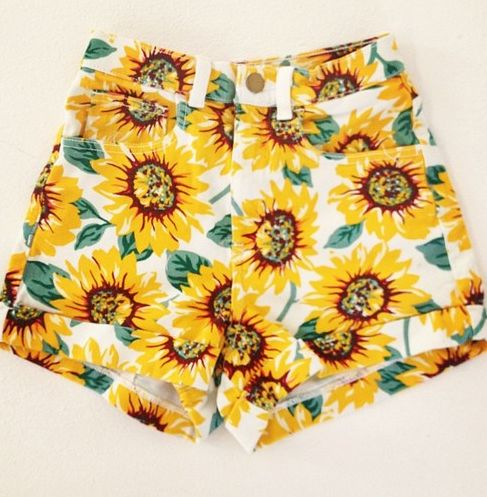 american apparel sunflower shorts. gah, want these soooo badlyyy.