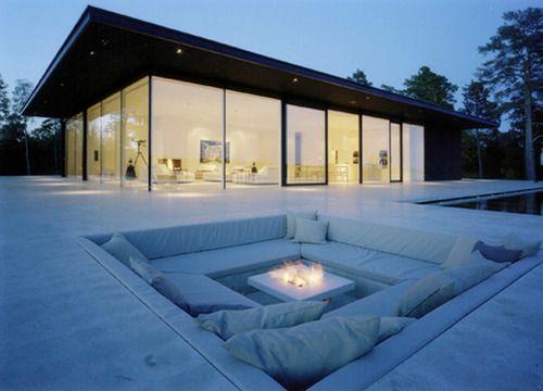 recessed sitting area in back yard. WONDERFUL