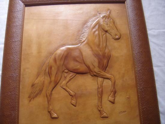 http://www.artesanum.com/artesania-caballo_repujado_en_cuero-186508.html?indice=2