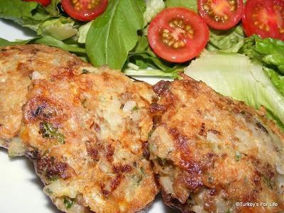 Turkish Food - Kadın Budu Köfte (Lady's Thigh Meatball) http://www.turkeysforlife.com/2011/09/turkish-recipes-kadin-budu-kofte-lady.html