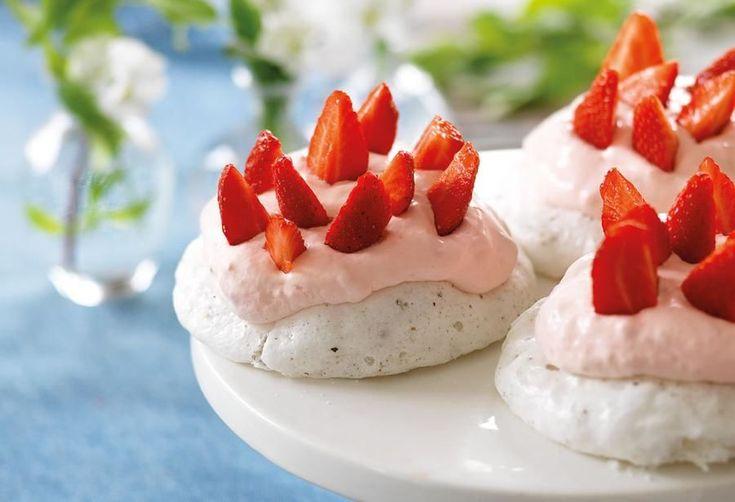 Baka lyxigt gott i mikron: Kardemummamaränger med jordgubbskräm