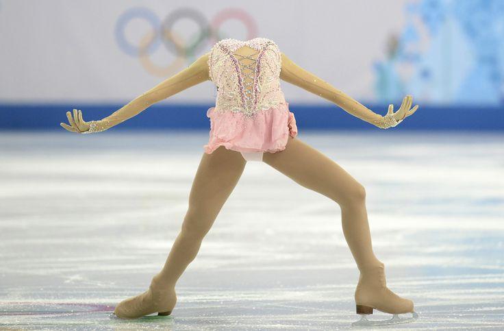 Li Zijun, China, evoluează în proba feminina de patinaj artistic – program liber, din cadrul Jocurilor Olimpice de Iarnă, în Soci, Rusia, joi, 20 februarie 2014. (  Yuri Kadobnov / AFP  ) - See more at: http://zoom.mediafax.ro/sport/soci-2014-partea-ii-12137972#sthash.cpZ4Mi5L.dpuf