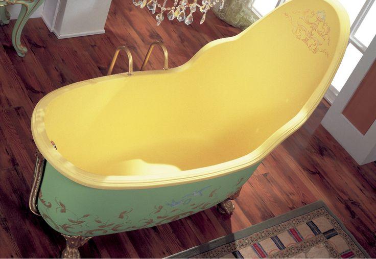 Очарование #классики. Глубокая #ванна с высокой спиной и изысканными аксессуарами