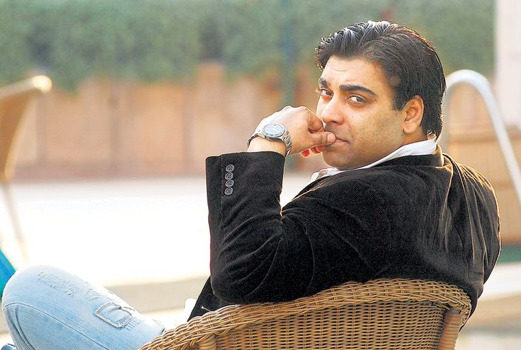 Cake anyone? Ram Kapoor turns a year older. But who's counting? #HappyBirthday #Celebs #RamKapoor #Celebrations #Bollywood #Actor #wishes Official Ram Kapoor Get connected to Ram Kapoor, visit www.follo.co.in/ramkapoor