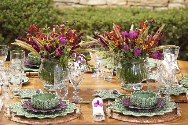 Arranjo em vaso de cristal transparente em nossa mesa de almoço! Vaso by Tania Bulhões e flores por Milplantas