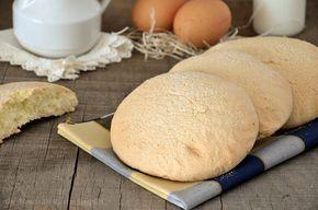 I savoiardi siciliani sono dei dolci soffici e saporiti perfette per la colazione, ottimi sia da soli che accompagnati da una tazza di latte.