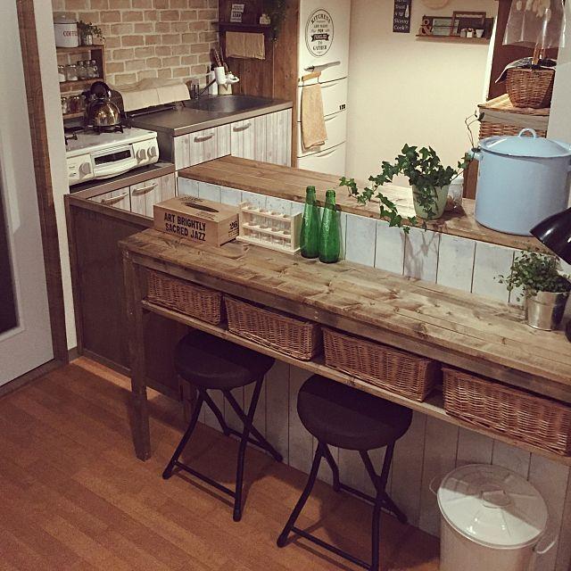 女性で、2LDKの賃貸DIY/賃貸/お手製カウンター!/部屋全体についてのインテリア実例を紹介。「お犬さんのキッチンへの進入防止に扉をつけました〜*:.。.(*๓´╰╯`๓*).。.:* イメージはカフェとかにある厨房への入り口みたいな感じで(笑)」(この写真は 2015-09-05 21:56:16 に共有されました)