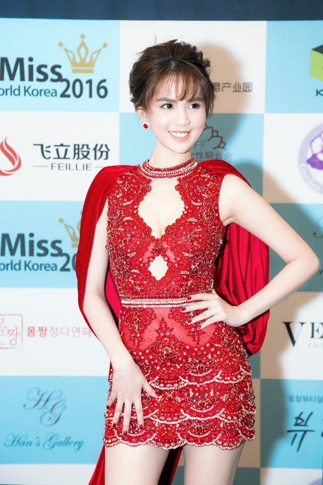 Hari Won mặc lại chiếc đầm đỏ quyến rũ mà Ngọc Trinh khiến tỷ phú Hoàng Kiều si mê! - Ảnh 4.