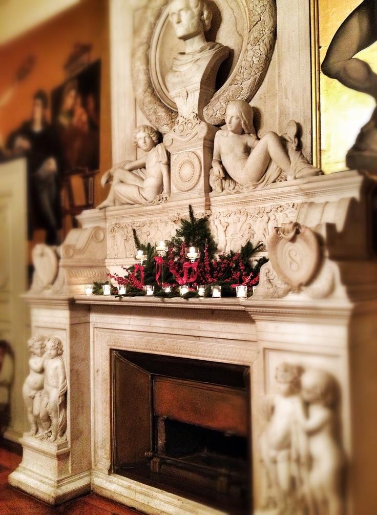 fireplace. La Rosa Canina FIRENZE www.larosacaninafioristi.it