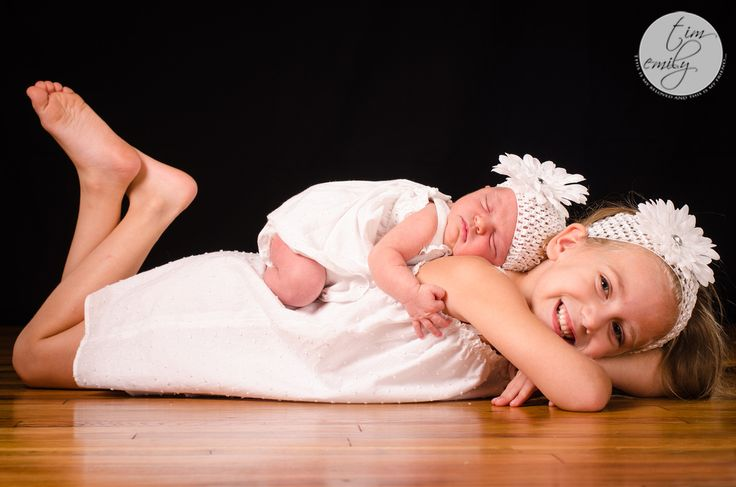 Newborn baby and big sister..... This will definitely be a MUST HAVE ;)