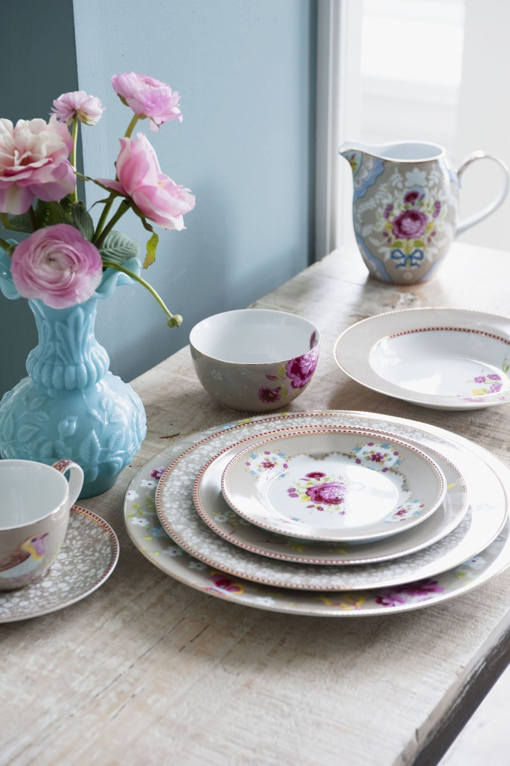 A whimsical, colorful pattern to brighten the day... #home: Dinners Plates, Antiques Rose, Tables Sets, Desserts Plates, Pipstudio, Pip Studios, Color Patterns, Rose Khakis, Plates Sets