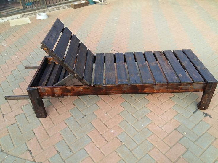 Recycled pallet wood lounger