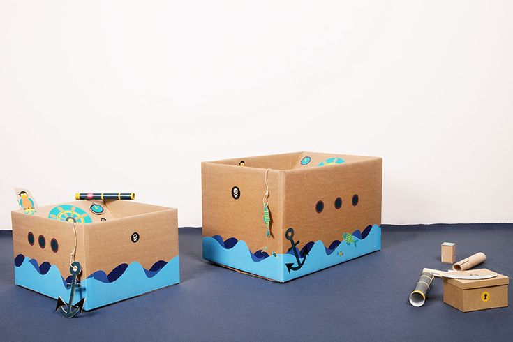 Our sticker set PIRATE SHIP lets your kid boat the world in a carboard box turned ship. So be careful: your sofa might be conquered at any time!  badala, Sticker, Fantasie, Rollenspiel, Spaß, Schachtel, umweltschonendes Spielzeug, Pirat, Insel, basteln, verwandeln, Schatzkarte, Altpapier, Karton, selbermachen, DIY, stickers, imagination, roleplay, FUNforKIDS, kids love boxes, cardboard, eco-friendly toys, tinker, box, wastepaper, cardboardboxes, upcycling, pirate, treasuremap, island