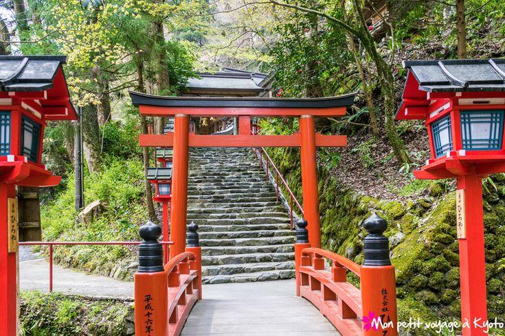 A l'extrême nord de la ville se trouve le sanctuaire Kibune-jinja http://voyageakyoto.fr/kibune-jinja/  #Kyoto #Sanctuaire