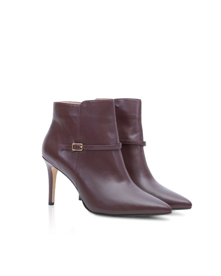 The Paul Costelloe Natasha boots are truly the ultimate fashion buy! Designed with a pointed toe and an elegant gold metal buckle, they are perfect when paired with jeans and dresses alike. Heel Height: 8.5CM/3.2IN Heel Type: Pencil Heel Main Shoe material: Leather Material: Synthetic inside Shoe Style: Ankle pencil heeled boots