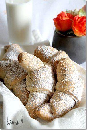 Cornulete+fragede+cu+iaurt,+retete+culinare.+Reteta+de+cornulete+fragede+cu+iaurt.+Reteta+de+cornulete+de+astazi+va+propune+sa+inlocuiti+untura+cu+iaurt.