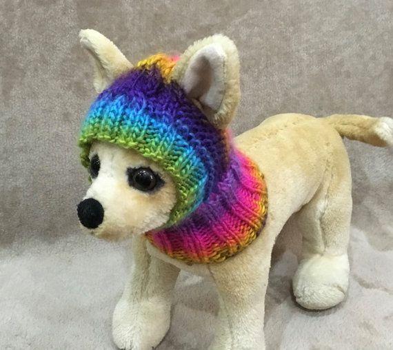 Este sombrero de perro es perfecto para tu Chihuahua, Yorkie, caniche o perro pequeño. Exclusivo 100% tejidos a mano Diseño original  Tamaño de XS-10-11 (25cm - 28 cm)  Tamaño S-11-12/(28cm-30cm)  Máquina de lavado y seco