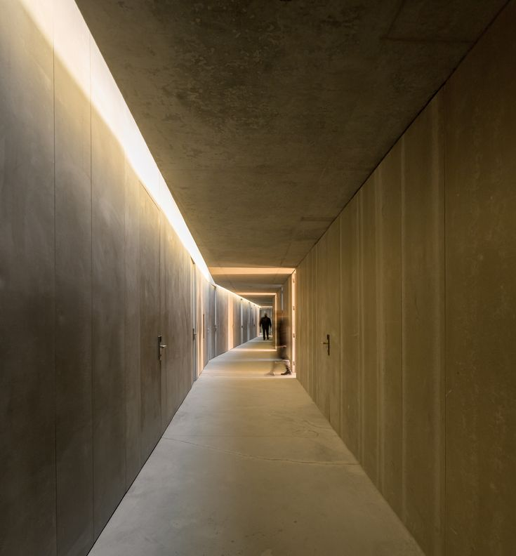 Linear Lighting - Corridor. Could work at Coles...